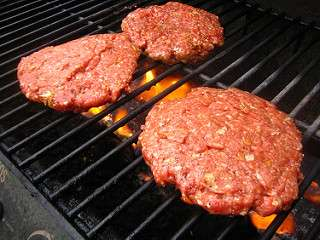 5 things you should know about grilling burgers to avoid getting sick