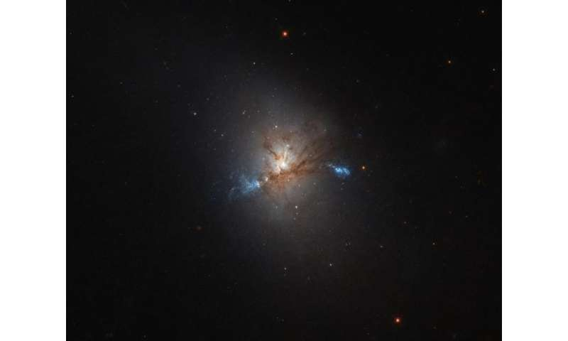 Image: Hubble steals a look at NGC 1222