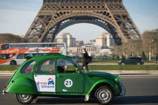 paris entrepreneur 39 s 2cv tours to go electric. Black Bedroom Furniture Sets. Home Design Ideas