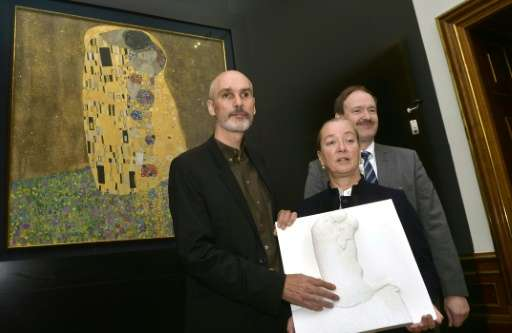 A special three-dimensional version of Gustav Klimt's masterpiece 'The Kiss' is unveiled in Vienna on October 12, 2016, aimed at