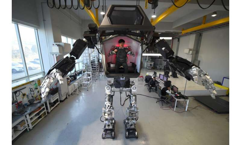 Avatar-style S. Korean manned robot takes first baby steps