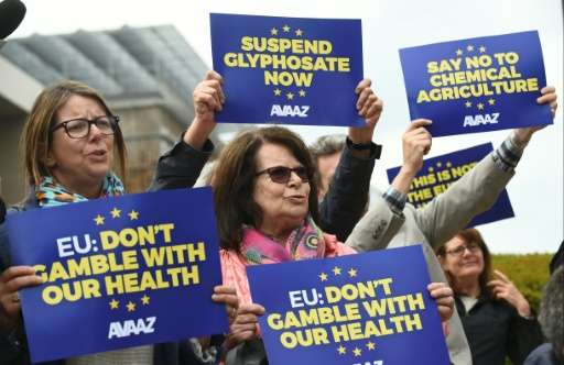 Campaigners demonstrate in Brussels on May 18, 2016 against the use of weedkiller glyphosate