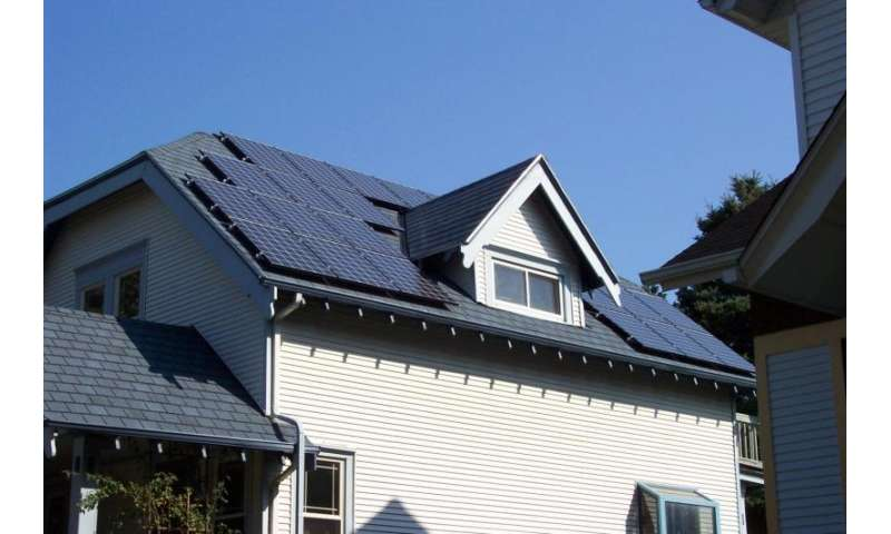 'Community solar' systems may add savings to local, cooperative energy projects