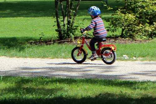 Cycle training for children has benefits in adolescence