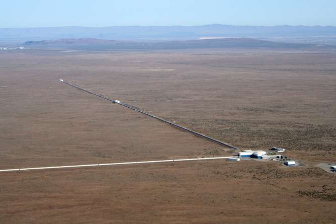 How does an experiment at LIGO actually work?