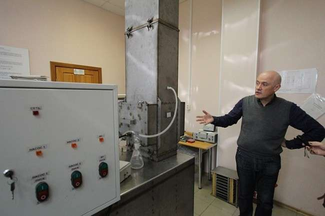 How to purify water with waste materials