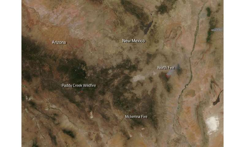 Image: Several fires burn in Arizona and New Mexico
