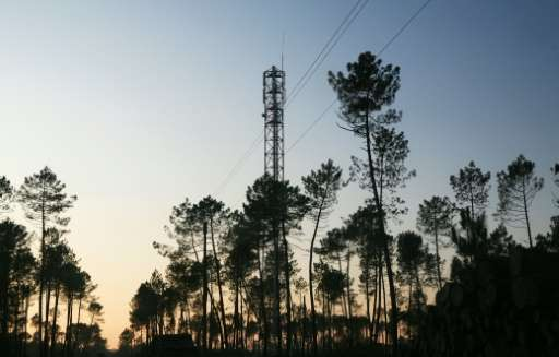 India's cabinet has approved an auction of mobile phone radiowaves, hoping to scoop $85bn