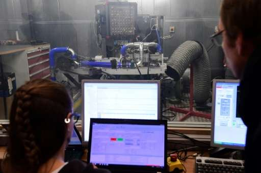 Israeli firm Aquarius Engines says its reinvented internal combustion engine can allow cars to travel over 1,600 kilometres (990