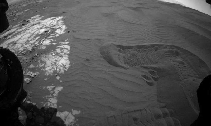 Mars rover Curiosity tastes scooped, sieved sand