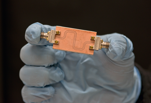 Measurement system for the performance of nanoscale magnetic devices replicated by chip maker