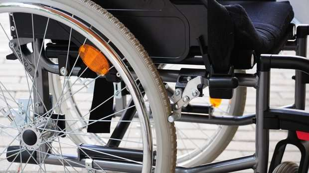 Mobile telephone selects best route for wheelchair users