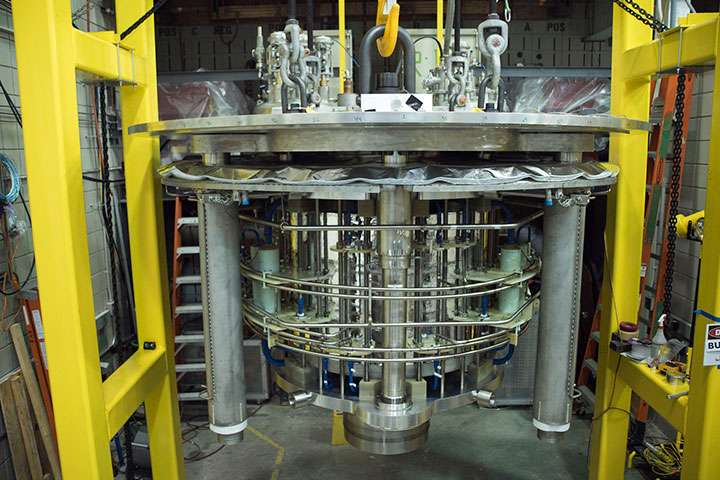 National MagLab racks up new world record with hybrid magnet