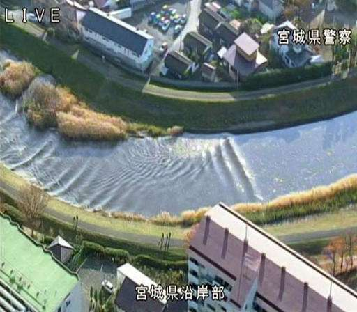 Offshore quake causes tsunamis, nuclear worries in Japan