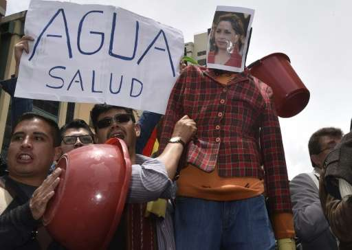 People protest in La Paz on November 18, 2016 against Bolivia's water shortage