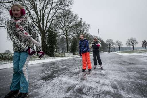 Record high temperatures in the Netherlands is melting fervent Dutch skaters' hopes of gliding over frozen canals or taking part