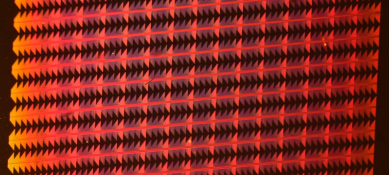 Silicon chip with nanoscale copper plasmonic components