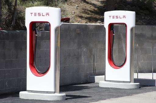 Tesla to end free use of supercharging stations