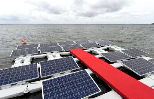 The Balbina pilot project, to be completed by 2017, is a large platform with 50,000 square meters (540,000 square feet) of solar