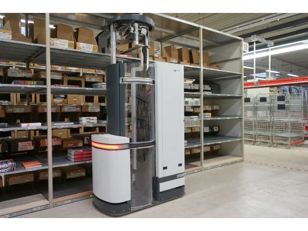 Warehouse item-picking robot is a perception-controlled mover