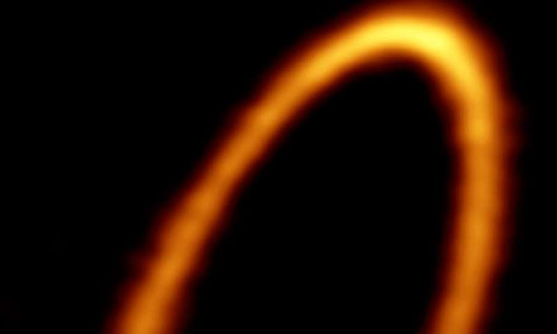 ALMA eyes icy ring around young planetary system