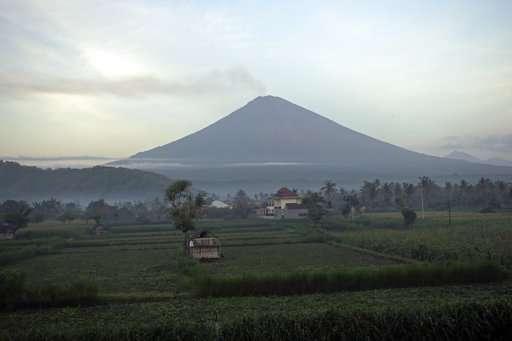 Bali volcano emits wispy plume of steam, flights resume