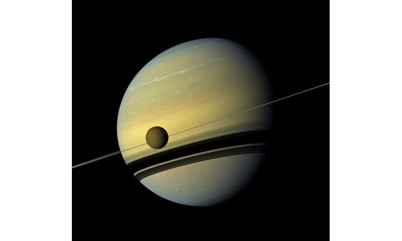 Calm lakes on Titan could mean smooth landing for future space probes