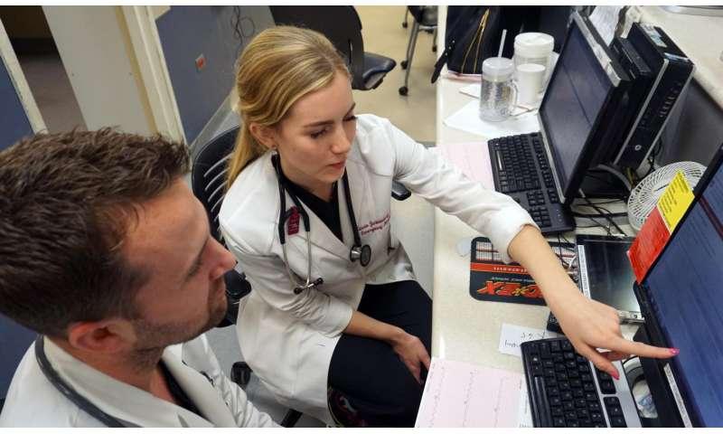Evaluation of emergency medicine residents points to gender bias
