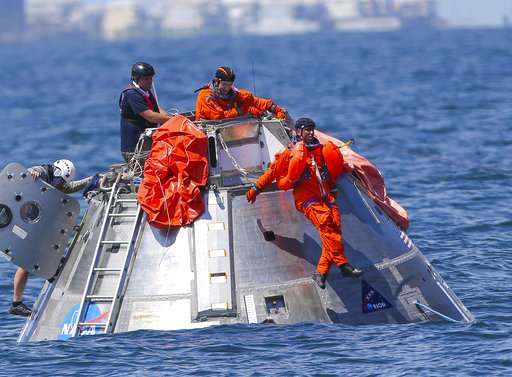 Mars mission astronauts rehearse water landings off Texas