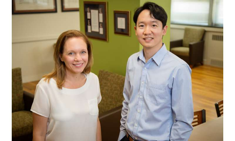 Paper examines links between parents' earnings, gender roles, mental health