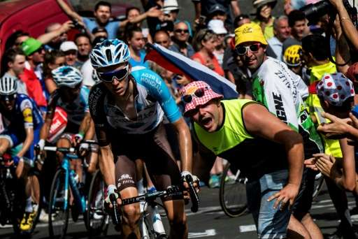 10-12 million roadside fans watching the Tour de France race can throw away between 10 and 20 tonnes of rubbish on a single stag