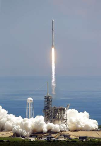 SpaceX launches experiments, ice cream to space station
