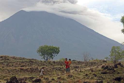 Bali volcano ash drifts 4.7 miles high, airport shut 3rd day
