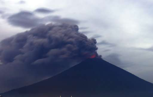Bali volcano ash drifts 4.7 miles high, airport shut 3rd day