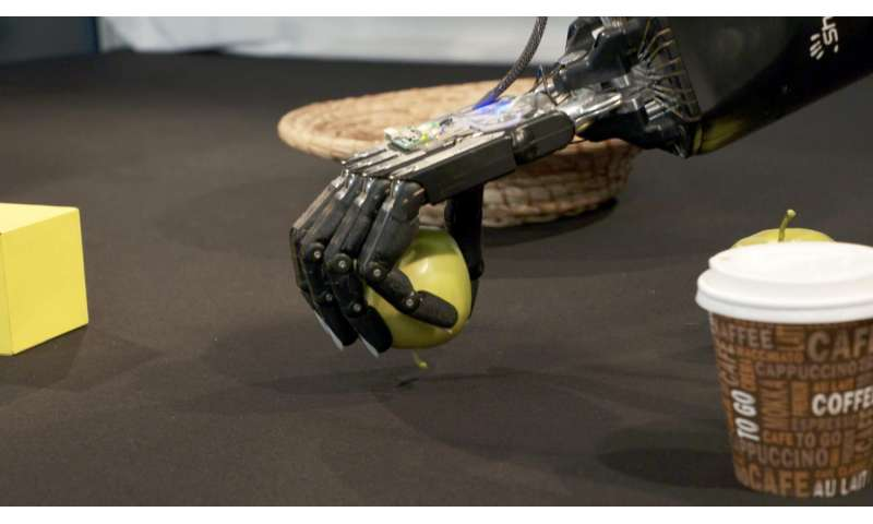 Self-learning robot hands