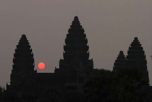 Archaeologists at Angkor Wat find large buried statue