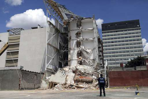 Engineers: lives lost in Mexico quake could have been saved