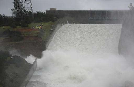 Gaping hole in spillway for tallest US dam keeps growing (Update)