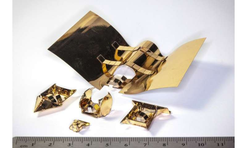 Shape-shifting device can walk, roll, sail, and glide using recyclable exoskeletons