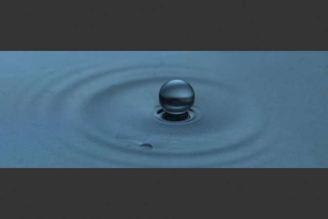 "Study explains how droplets can ""levitate"" on liquid surfaces"