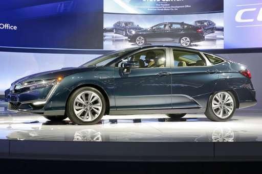 Auto show: SUVs of all sizes;  Sonata aims for a comeback
