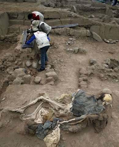 Peru discovers in pre-Incan site tomb of 16 Chinese migrants