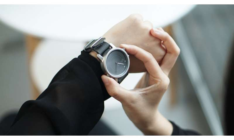 Light-harvesting smartwatch shines on Kickstarter