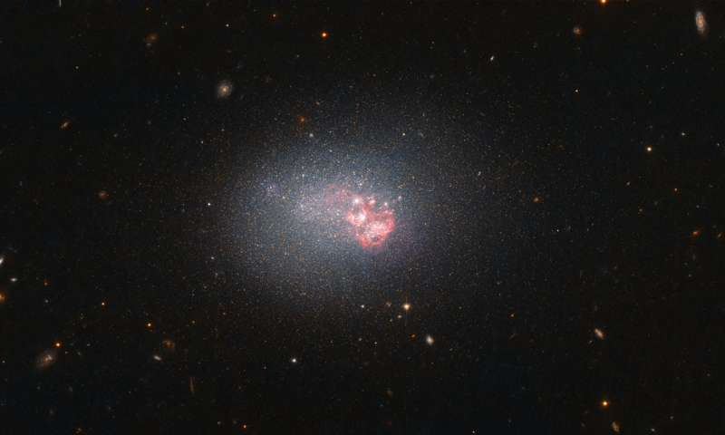 Image: Hubble's compact galaxy with big-time star formation