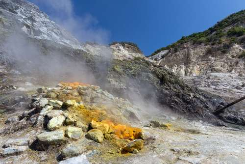 Scientists locate potential magma source in Italian supervolcano
