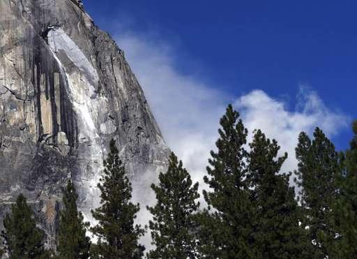 No increased danger after Yosemite rocks fall