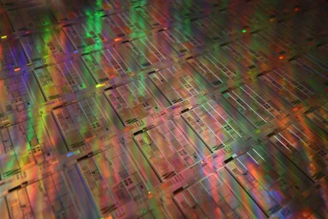 Researchers show that silicon can reproduce physical phenomena exploited by high-end telecommunications devices
