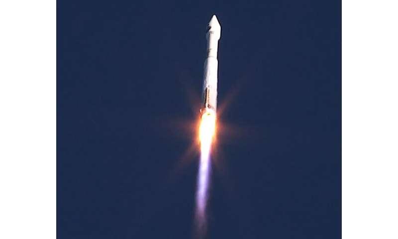 Atlas V Lifts-off with TDRS-M