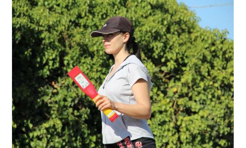 Digital relay baton enables remote crowd cheering of athletes