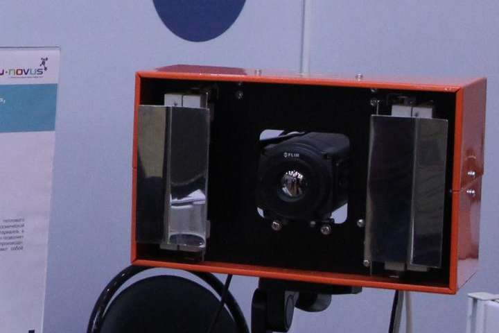Flaw detector for testing composite aircrafts